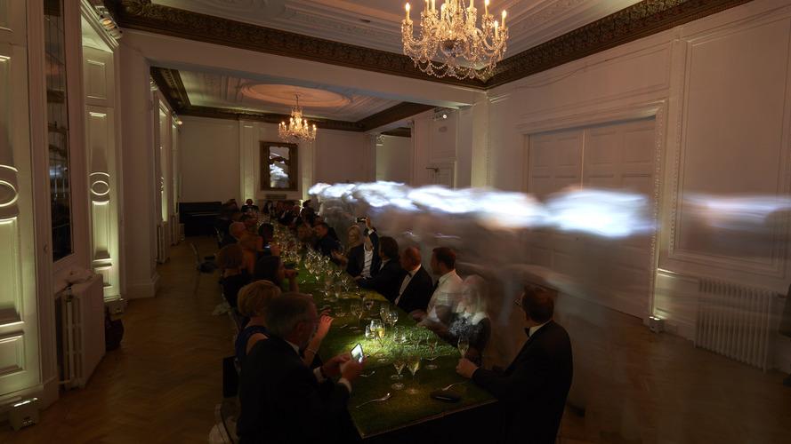 Rolls Royce ve Charles Kaisin ev sahipliğinde verilen sürrealist akşam yemeği