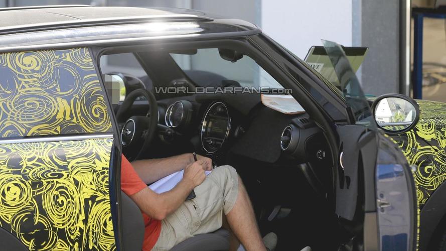 2014 MINI Cooper interior partially revealed in latest spy shots