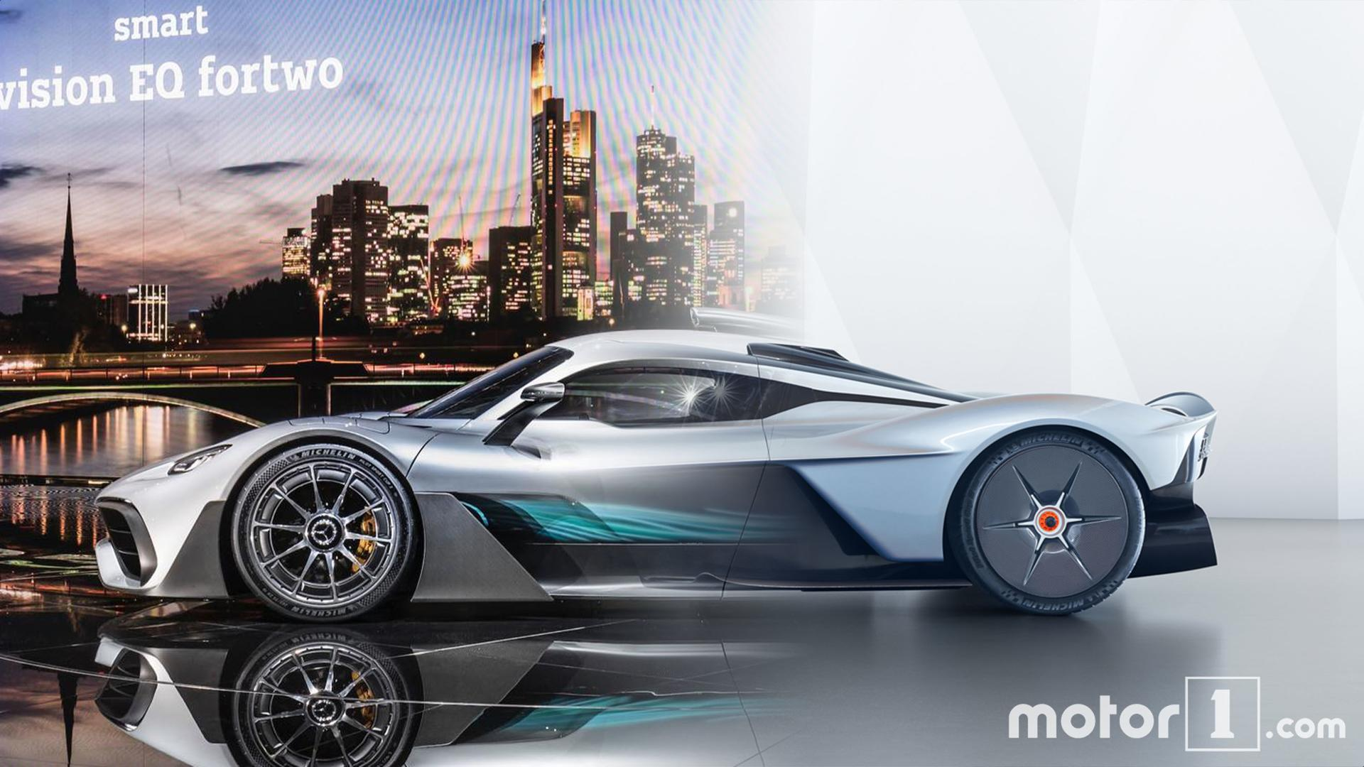 Hyperfight Mercedes Amg Project One Vs Aston Martin Valkyrie