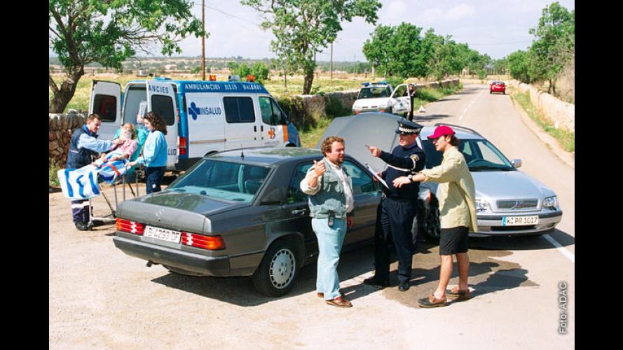 Falsche Polizisten und mehr: ADAC warnt vor Gaunereien