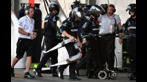 Formula 1, scontro Vettel-Hamilton