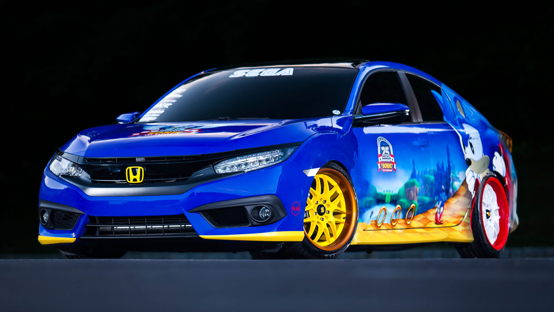 Honda Civic goes Sonic the Hedgehog for ic Con