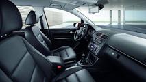 2011 VW Touran Facelift first photos 09.04.2010