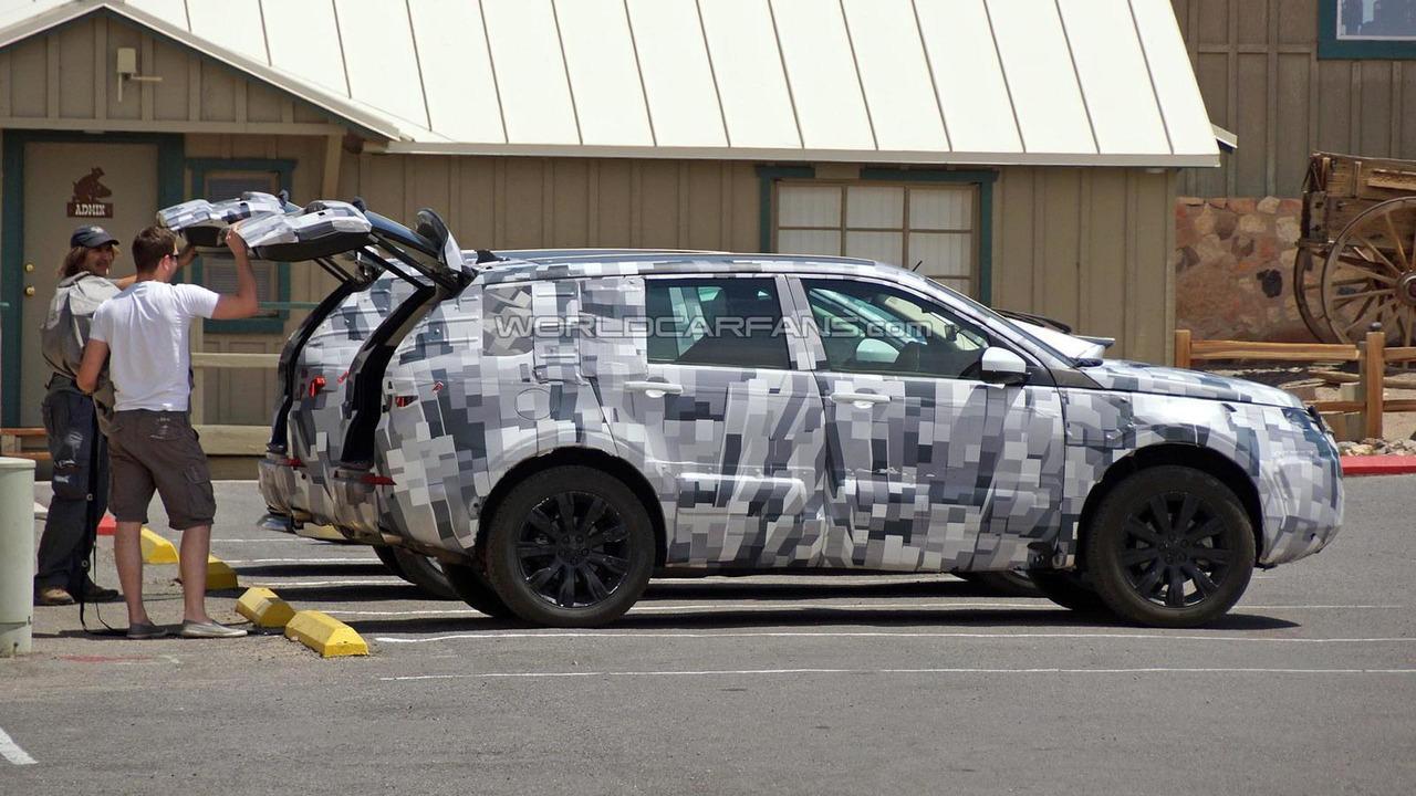 Land Rover Discovery Sport spy photo
