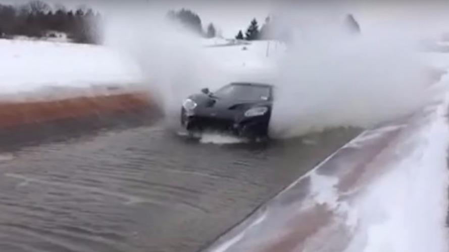 VIDÉO - La Ford GT se jette à l'eau
