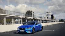 El Jaguar XE SV Project 8, en el circuito de Goodwood
