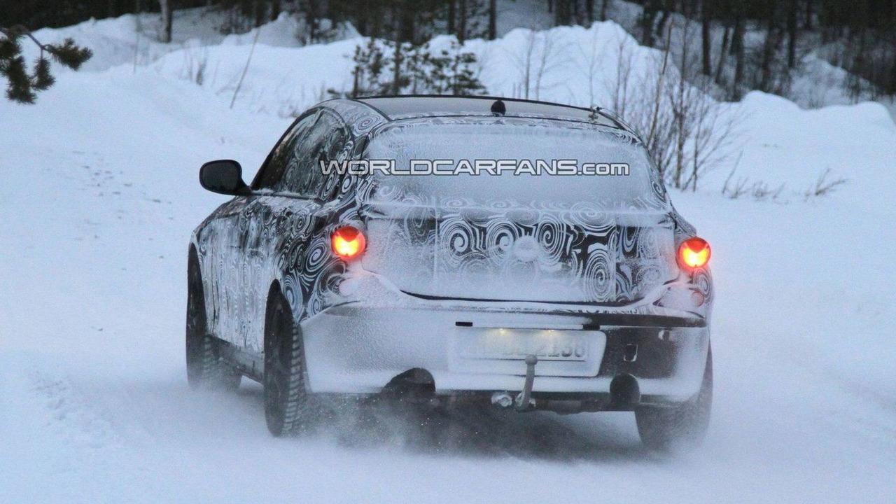 2012 BMW 1 Series 5-door winter testing spy photo - 20.10.2010