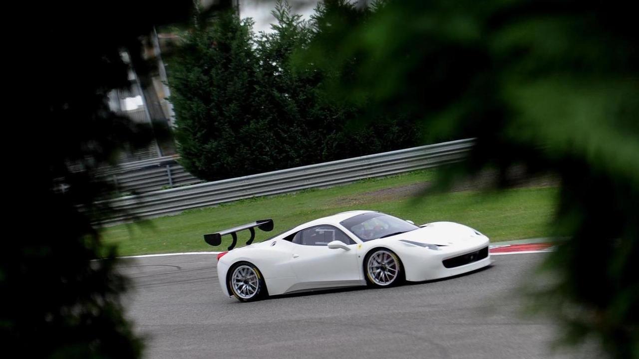 Ferrari 458 Challenge Evoluzione teaser photo 10.11.2013