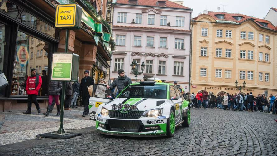 A legmenőbb taxi: csapatás WRC-autóval Prágában