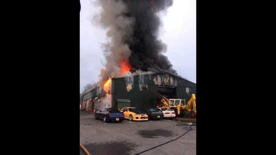 Un incendie dans un garage spécialisé Nissan GT-R