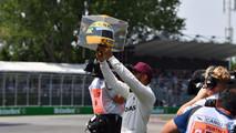 Lewis Hamilton diz que não imaginava igualar Senna