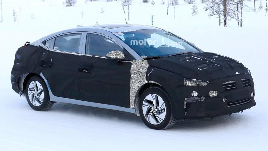 Bu gördüğümüz Hyundai Elantra EV mi?
