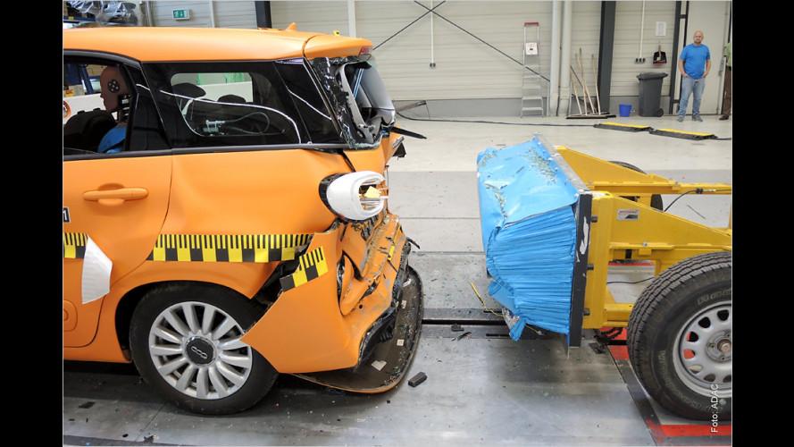 Beim Unfall droht den Hinterbänklern Gefahr