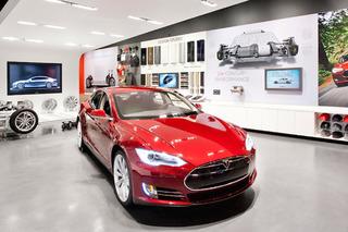 GM Backs Michigan Governor in Anti-Tesla Bill Signing