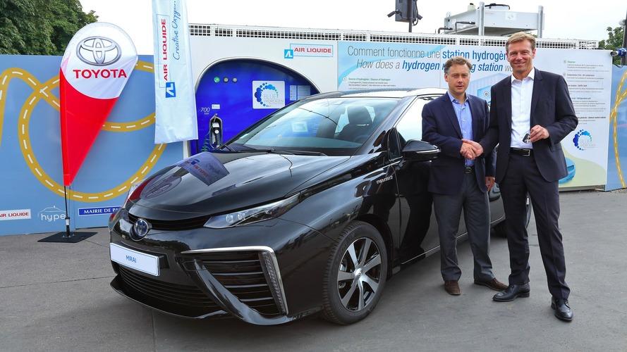 Toyota Mirai - La voiture à hydrogène arrive en France